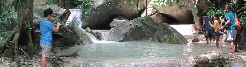 マイニト天然温泉と滝沿いのトレッキング+マッサージ